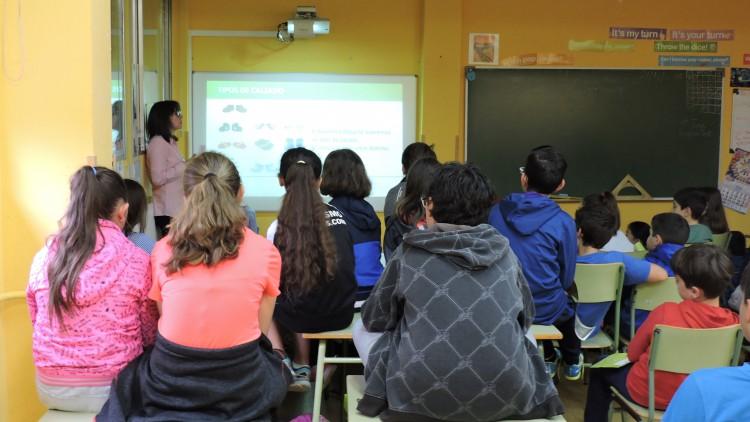 'Más vale prevenir, que curar': Charlas formativas sobre salud y el cuidado del pie en los colegios Santa Bárbara de Lugones y San Ignacio de Oviedo.